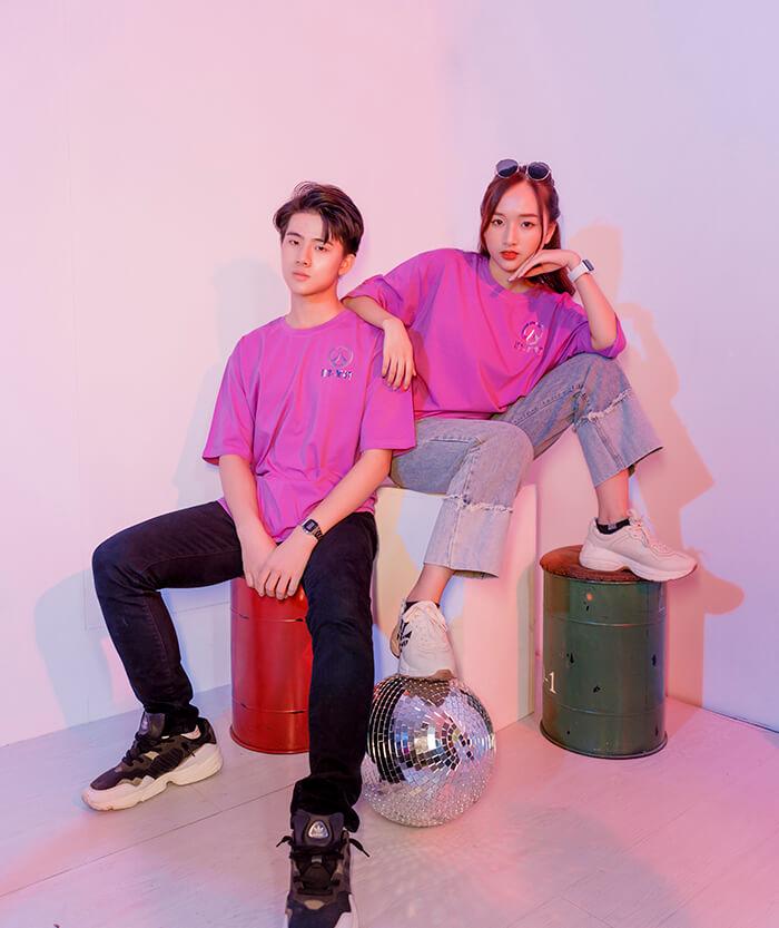 Áo thun màu tím hồng