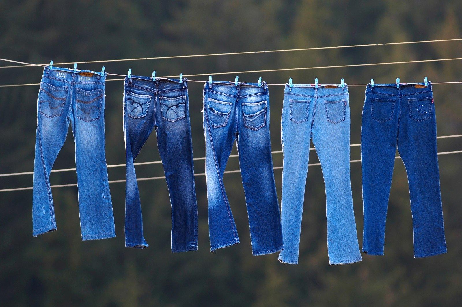 Mẹo giặt quần jeans không phai màu-1